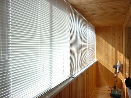 Аккуратные и лаконичные жалюзи на окна алюминиевые подходят для любого помещения