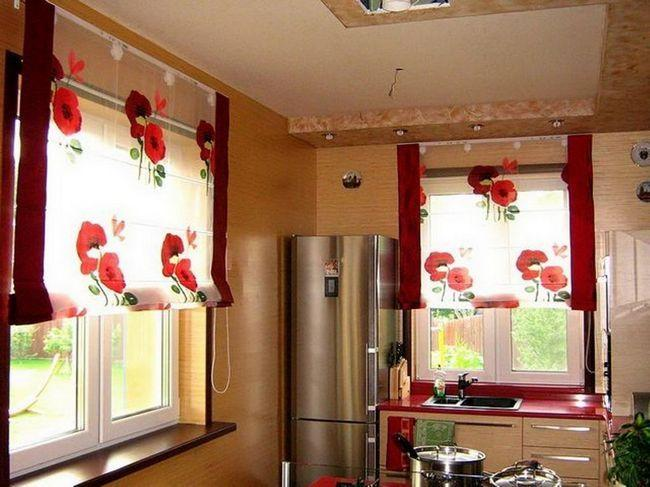 Римские шторы на кухне фото