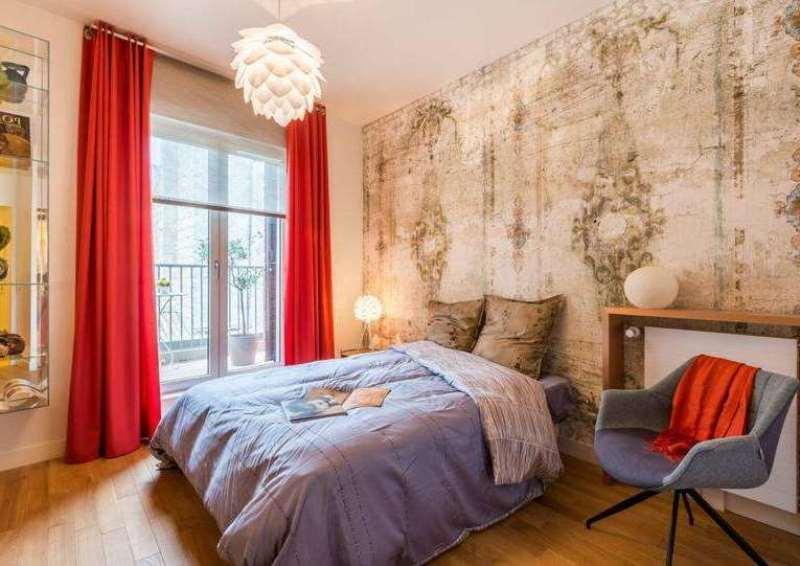 в спальне красный лучше разбавлять другими цветами