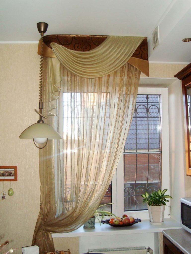 Ламбрекен на кухонном окне с решетками