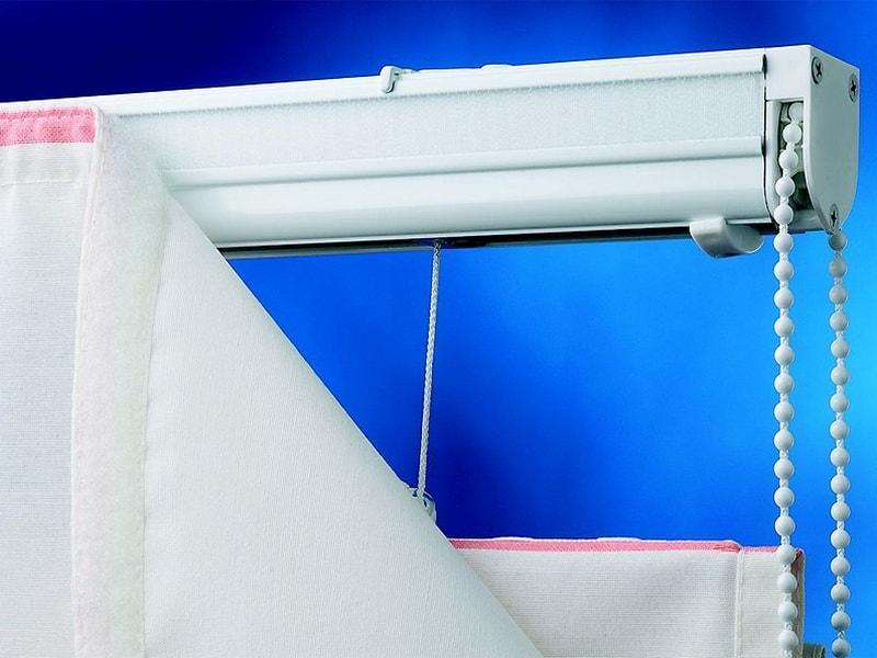 Монтаж римской шторы с помощью липучей ленты