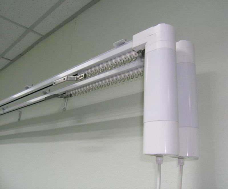 Монтаж римской шторы при помощи электрокарниза