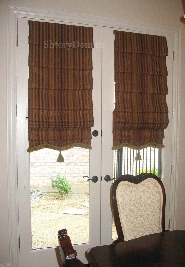 Римские шторы на входной двери