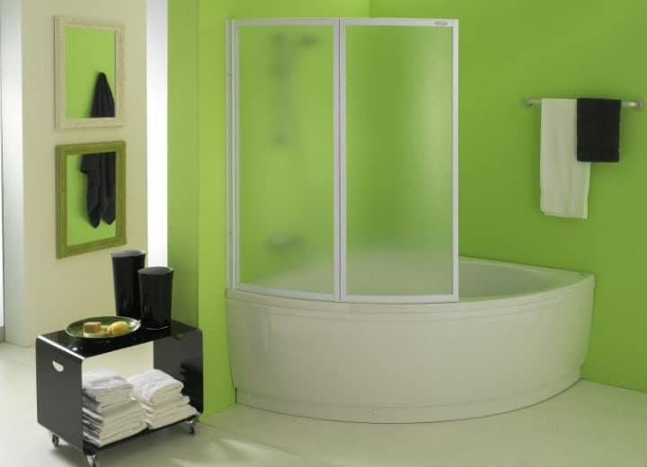 ванна с пластиковыми шторами