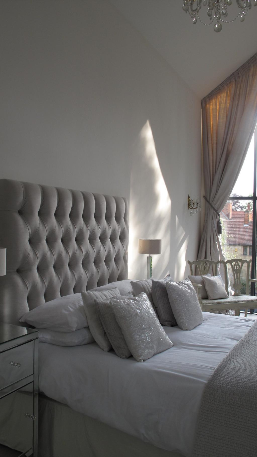 Спальня в нежных серых тонах