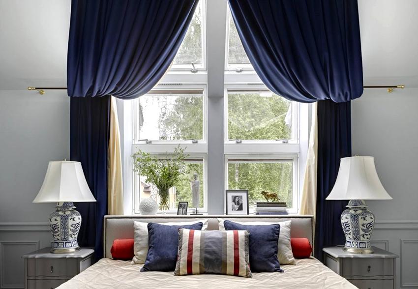 Для спальни рекомендуется выбирать шторы из натуральных тканей