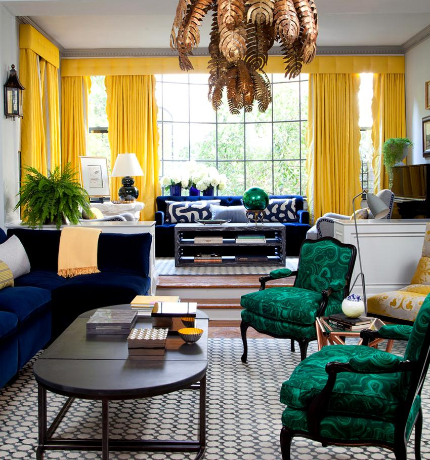 Грамотно подобранный цвет штор поможет добавить комнате объема