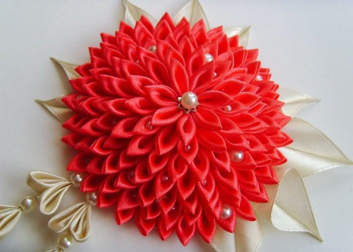 красный цветок для штор