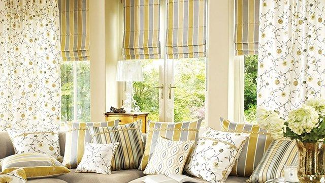 римские шторы в интерьере гостиной