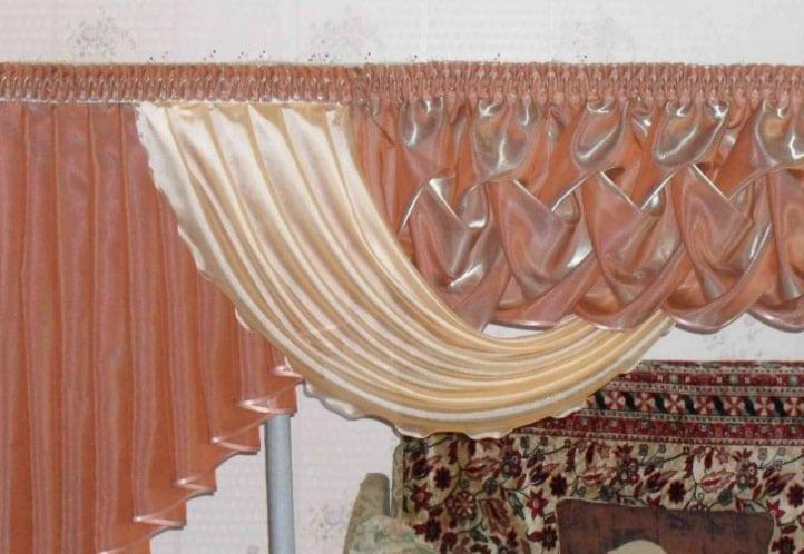 Буфы на шторах в интерьере зала