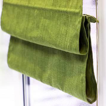 Римские шторы отличаются своей простой и строгостью