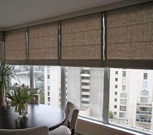 povesit-shtory-na-balkone_5