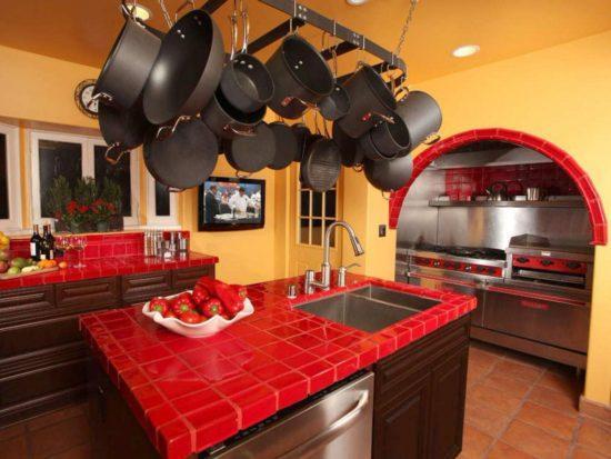 Желто-красная кухня