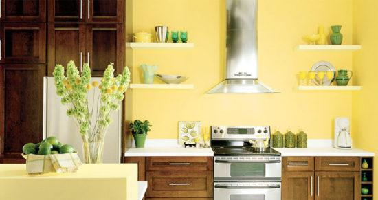 Желтая кухня с зелеными акцентами