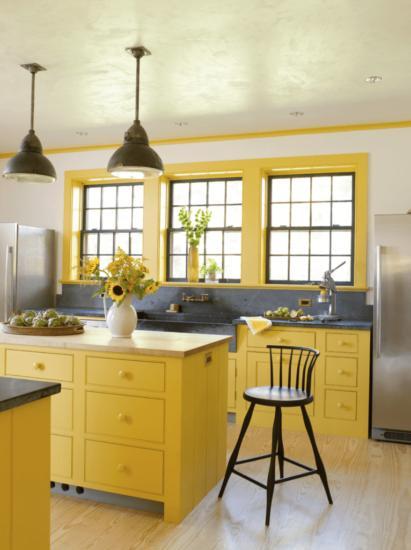 Окно на желтой кухне