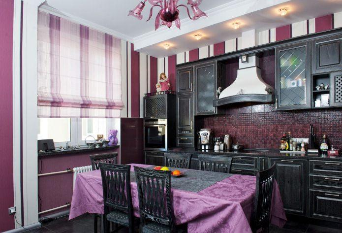 оформление окна римской шторой в кухне