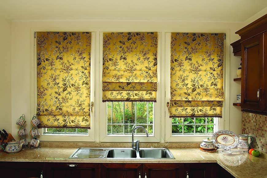 Римские шторы и на кухне