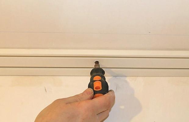 как правильно повесить карниз для штор на потолок