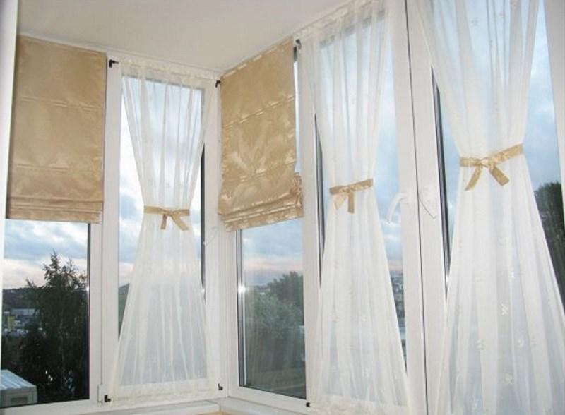 римские шторы и занавески из тюля на лоджии