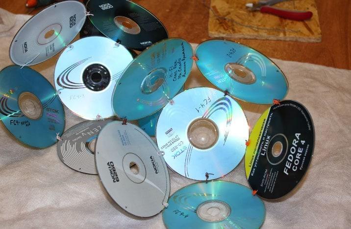 соединение дисков компьютерных скрепками