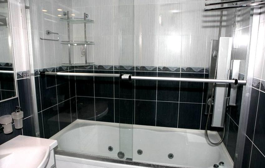 Красивая эргономичная штора двухсекционная для ванны