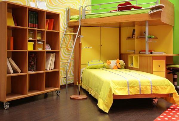 Вариант двухспальной кровати угловым шкафом внутри