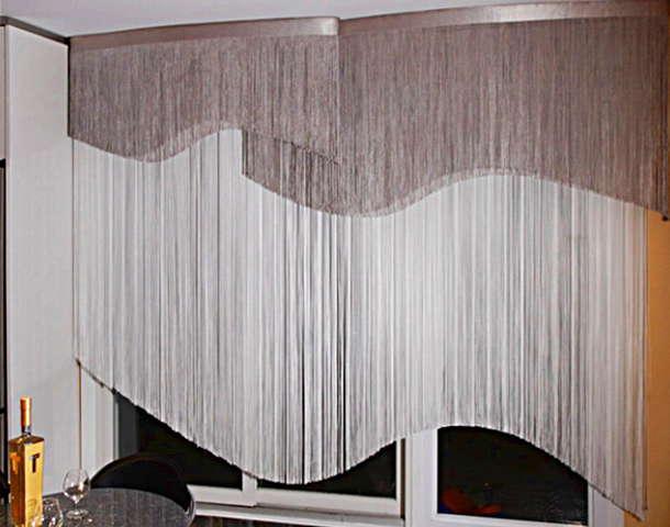 Фигурная штора из нитей