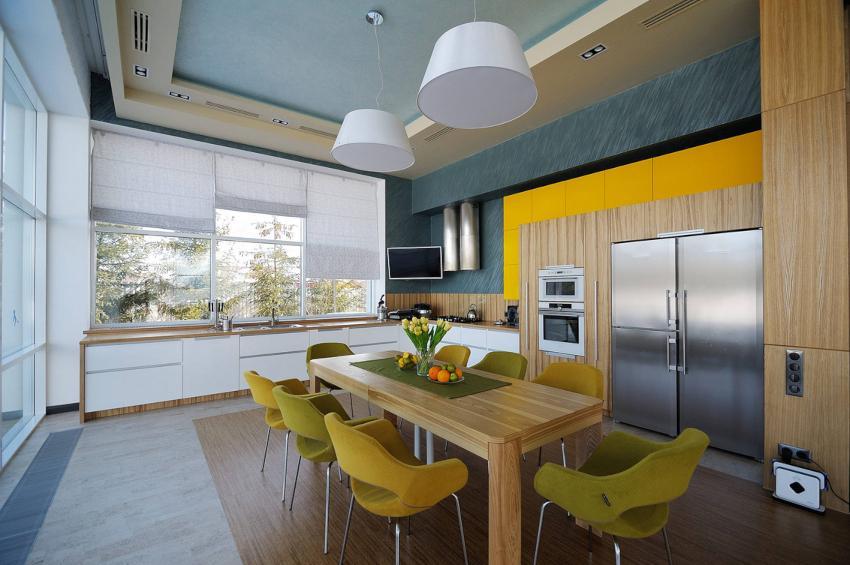 Ткань для изготовления кухонной шторы должна быть пропитана противопожарными составами, особенно если изделие расположено вблизи плиты