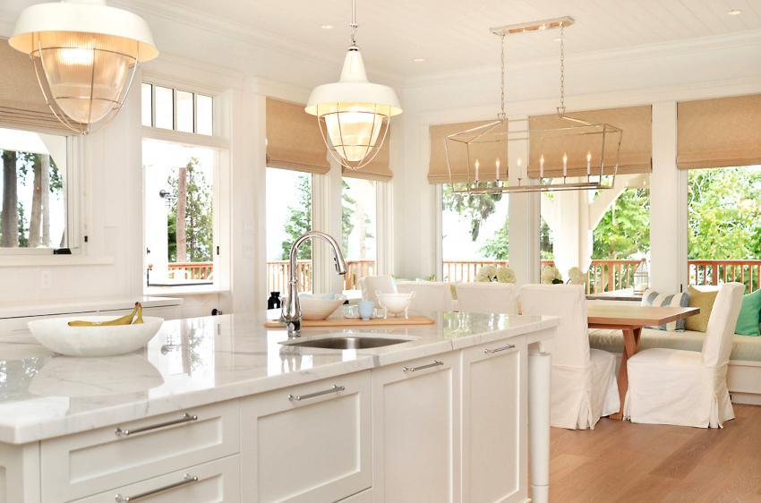 Римские шторы отлично подходят для оформления кухонь в любом стилистическом направлении