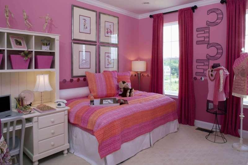 с розовыми стенами