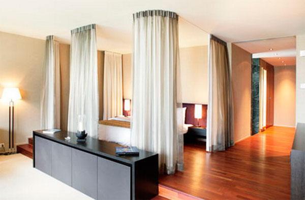 эффективно обеспечивают зонирование гостиной и спальни 18 кв м