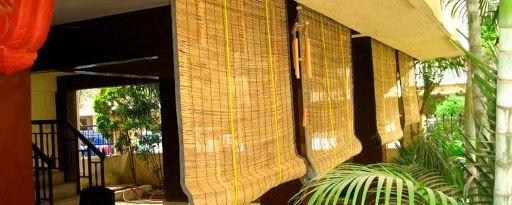 Веранда с бамбуковыми шторами