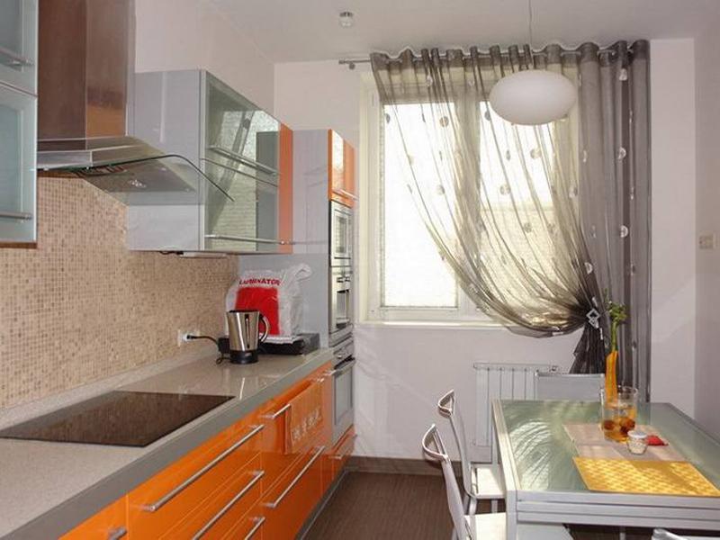 Занавески на кухню: длинные асимметричные шторы