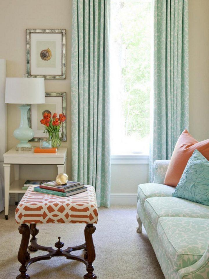 мятные шторы в маленькой комнате