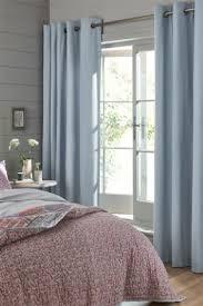 светлые шторы для маленького окна
