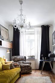 темные шторы в маленькую комнату пример