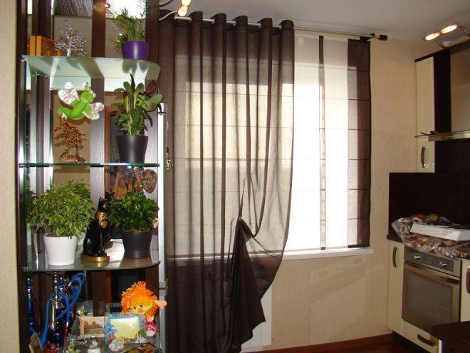 Дизайн интерьера кухни с шторами на люверсах
