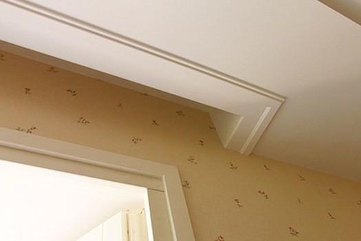 Скрытый карниз для штор из гипсокартона в виде потолочной ниши