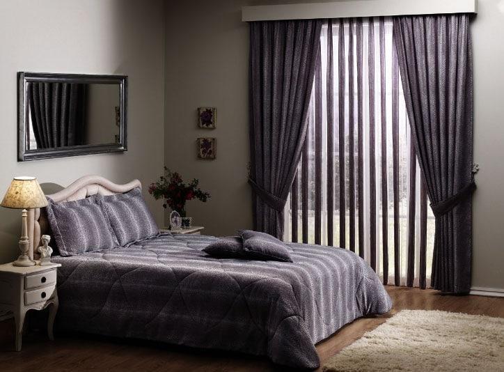 красивый комплект штор и постельного белья