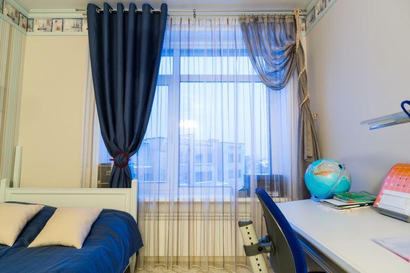 асимметричные шторы в детской