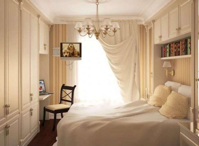 Портьеры и тюль в спальне небольшого размера