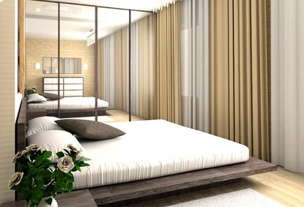Простые шторы в маленькой спальне