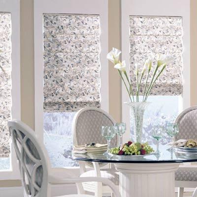 Многие любят римские шторы за аристократичную простоту