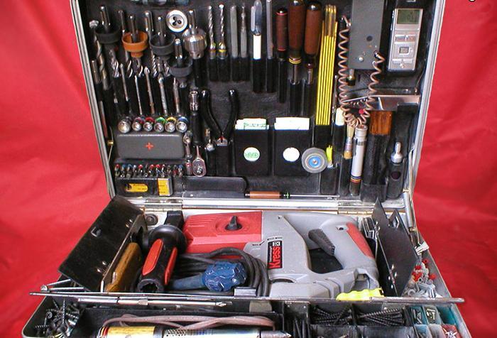 Кейс с инструментами для ремонта