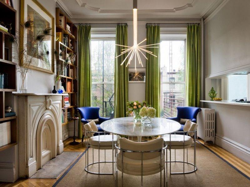 Шторы оливкового цвета в интерьере комнаты
