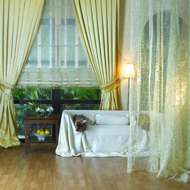 Шторы оливкового цвета в спальне