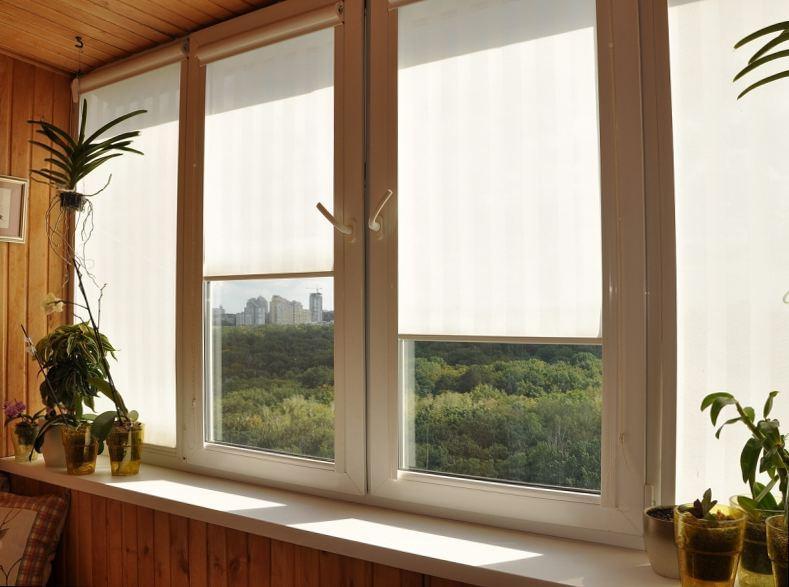 Как смотрится лоджия с рулонными шторами