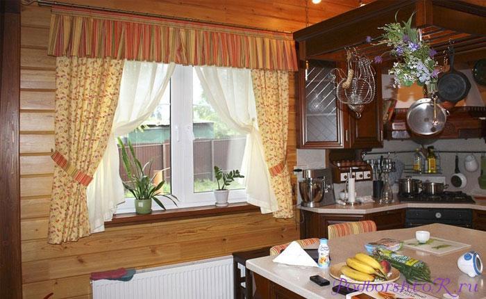 Окно деревянного дома