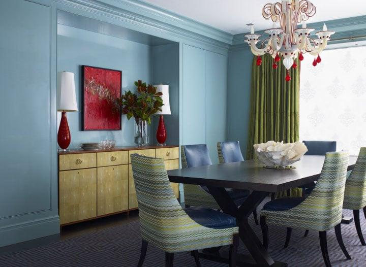 зеленые шторы в голубой комнате