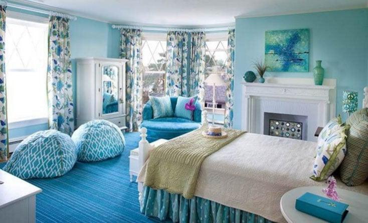 шторы в красивом голубом интерьере